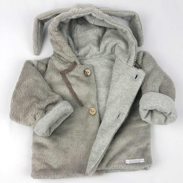 Abrigo para bebé con orejas detalle